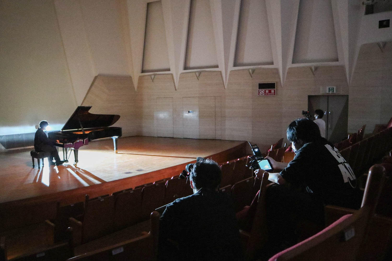 初のピアノ弾き語りに挑戦!ユアネス、新曲「二人静(Piano ver.)」Music Video撮影の裏側に潜入!