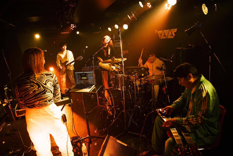 選ぶことは生きること──音楽でそのことを明らかにする BROTHER SUN SISTER MOON、No Buses、Newdumsによる3マンツアー初日東京公演