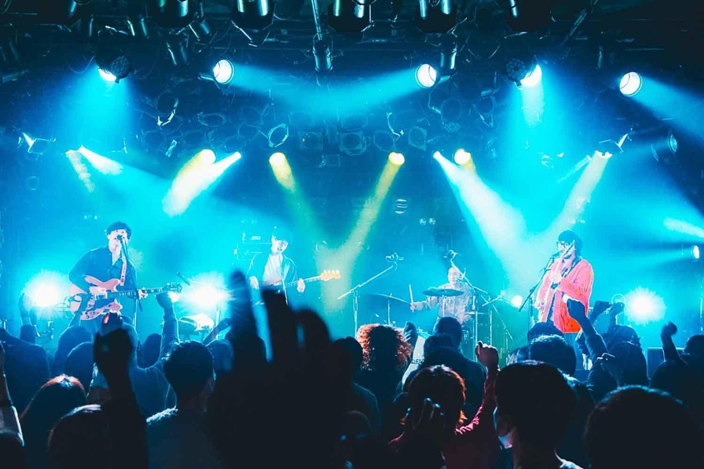 新生・DENIMS!ゲストにドミコを迎えた新体制初ツアー「東名阪 Split 2man tour