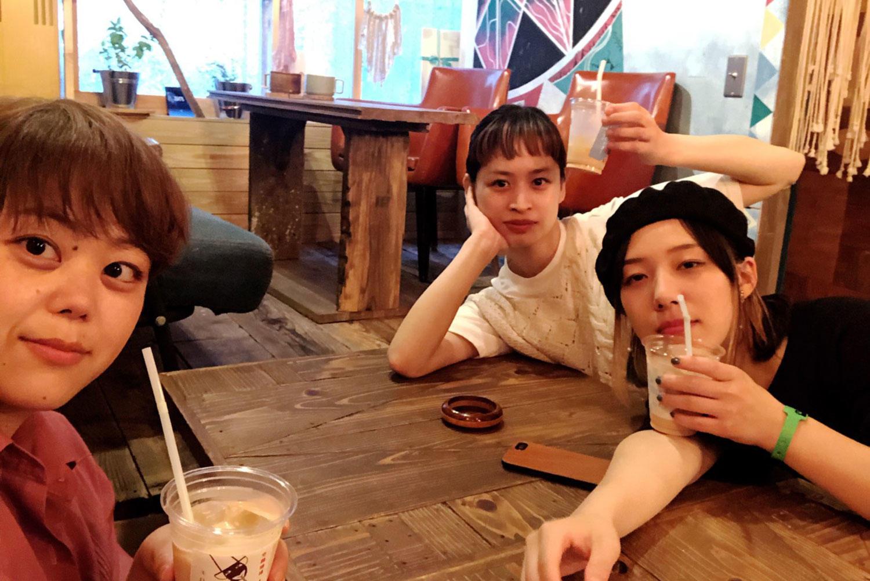 ライブ前にコーヒーを飲む写真.jpg
