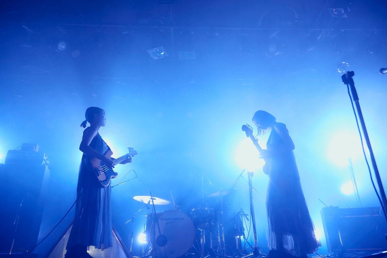 羊文学、チケットソールドアウトのツアーの東京公演の模様を9月24日に生配信決定