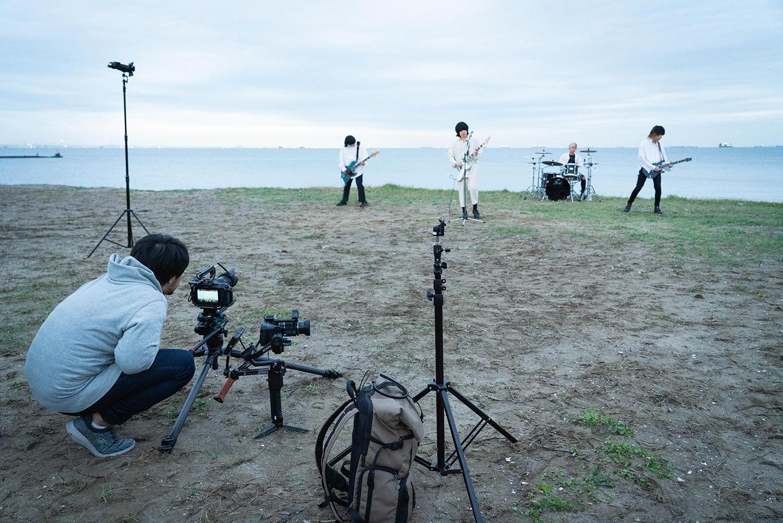 楽曲の世界観を映像に落とし込む。ユアネス、新曲「紫苑」Music Video撮影の裏側に潜入。